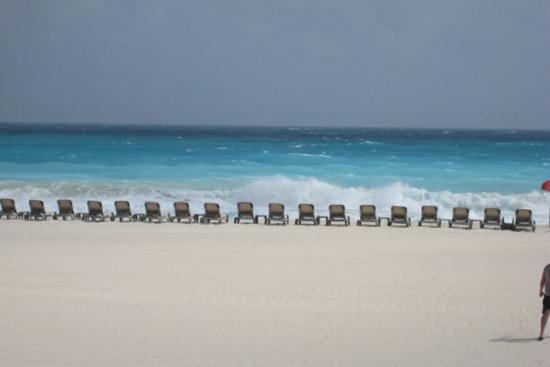 2009 01 - Cancun Beach1
